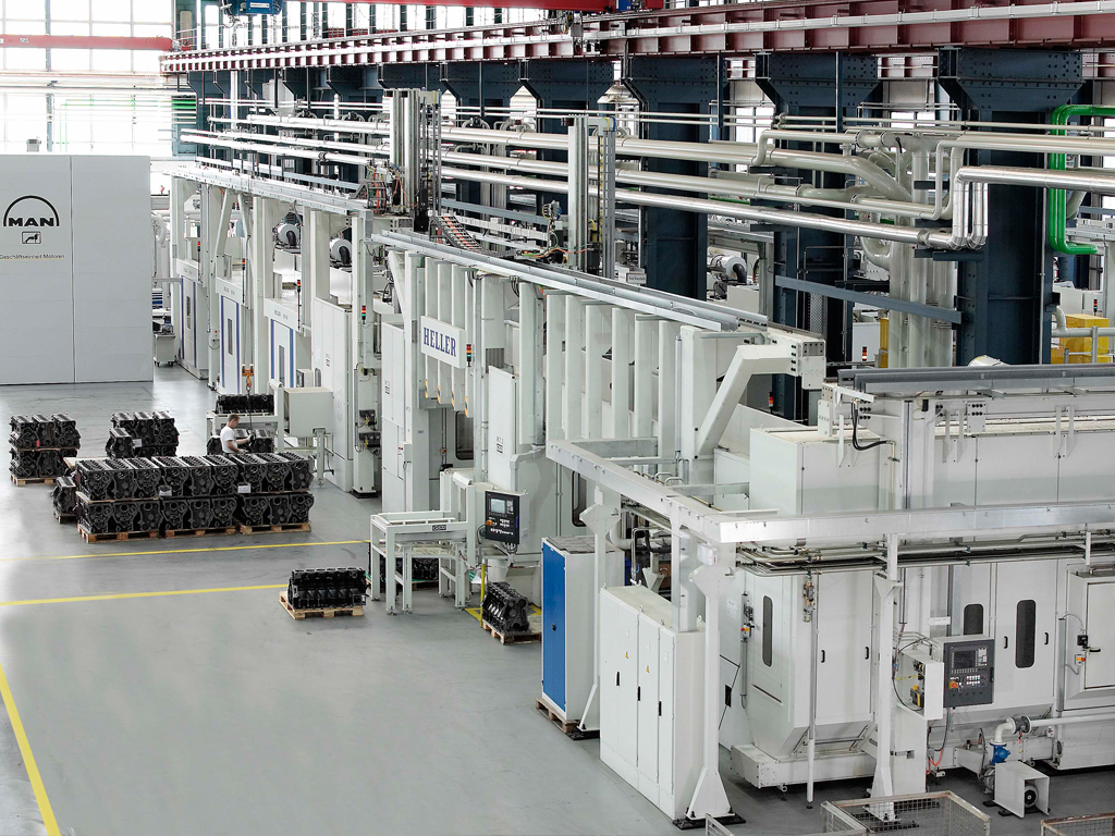 Flexible manufacturing system with overhead gantry